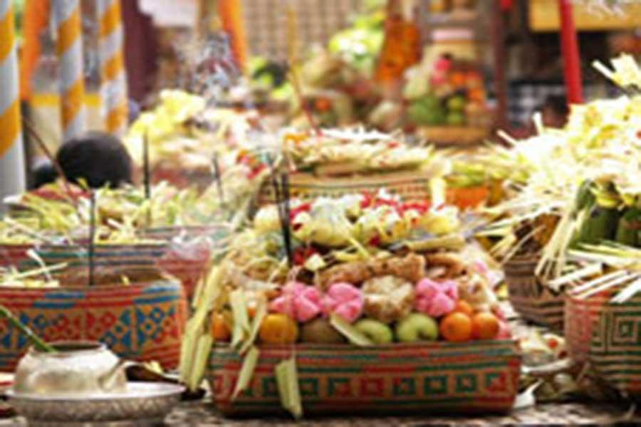 banten bali on temple ceremony