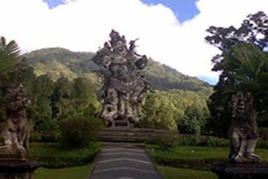 bedugul botanical garden statue view