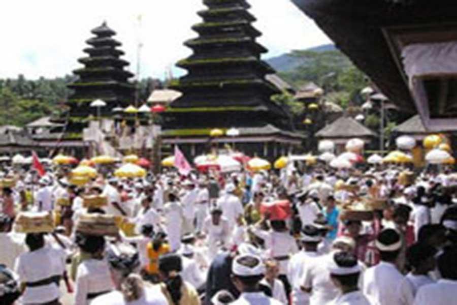 odalan at besakih temple