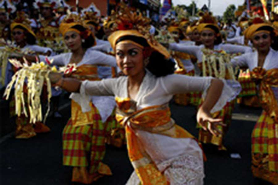 dance on cremation ceremony in Ubud
