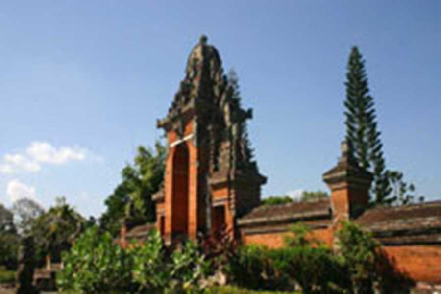 entrance to taman ayun temple