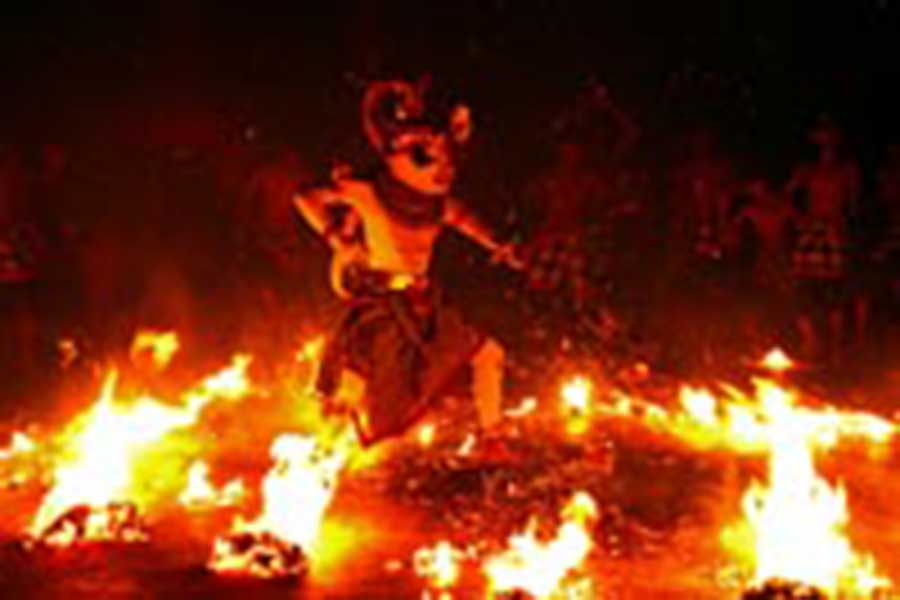 kecak and fire dance, uluwatu bali