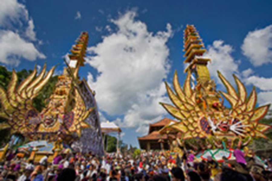 ngaben ceremony procession in ubud