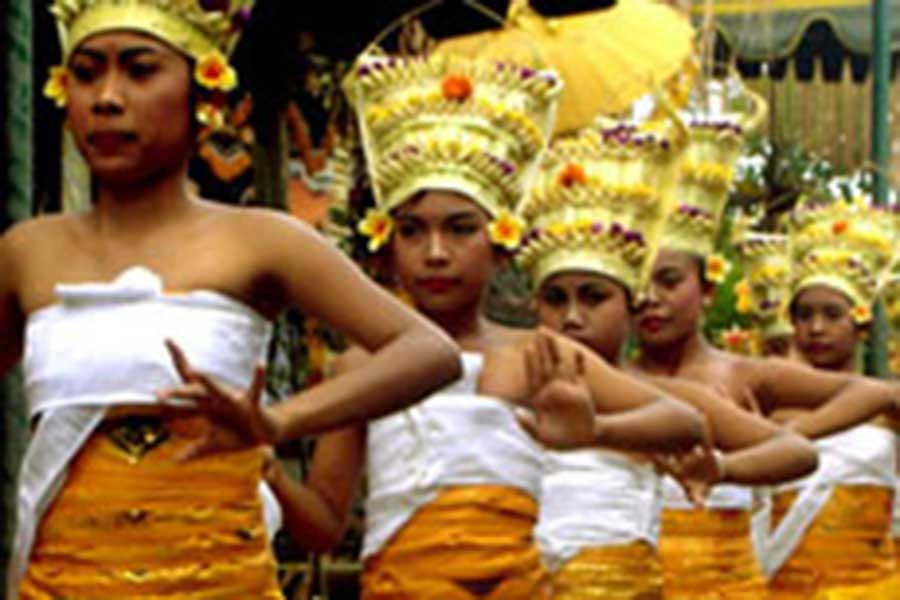 rejang dance at odalan procession