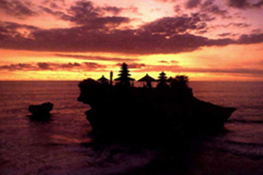 tanah lot sunset view