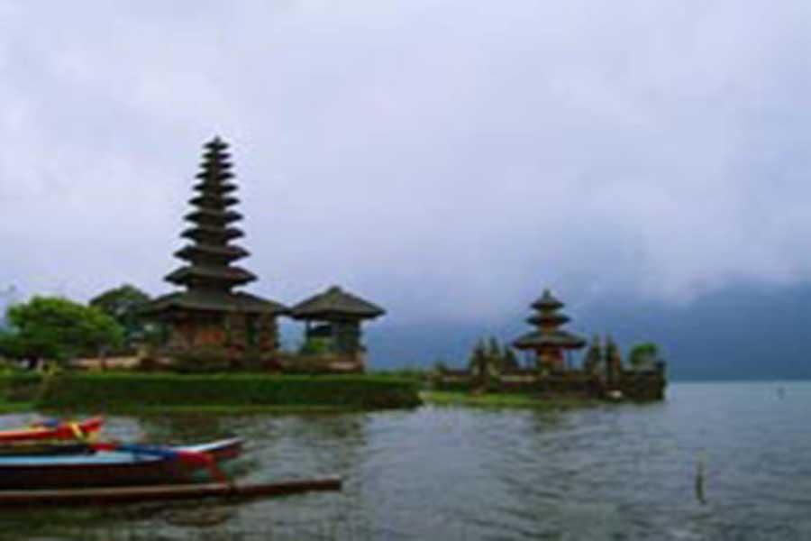 ulun danu lake and temple