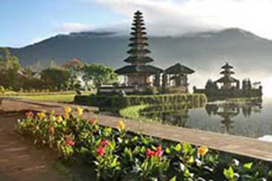 ulun danu temple view