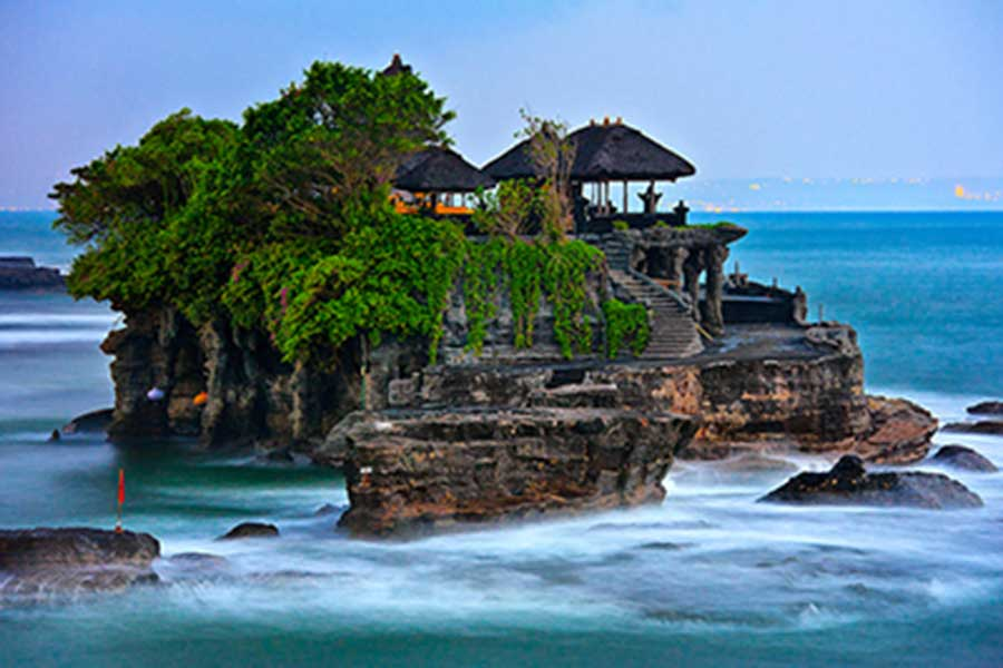 tanah lot temple view