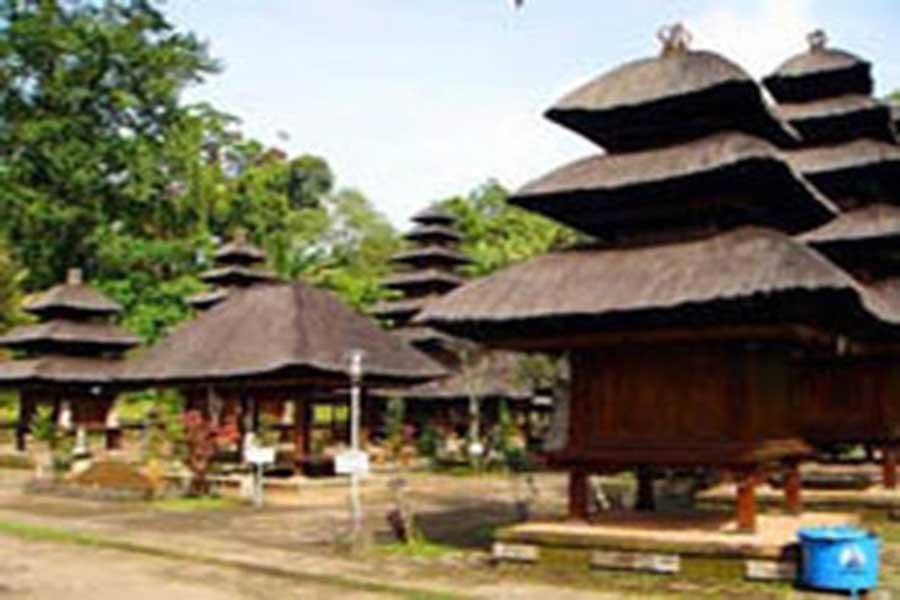 batukaru temple view