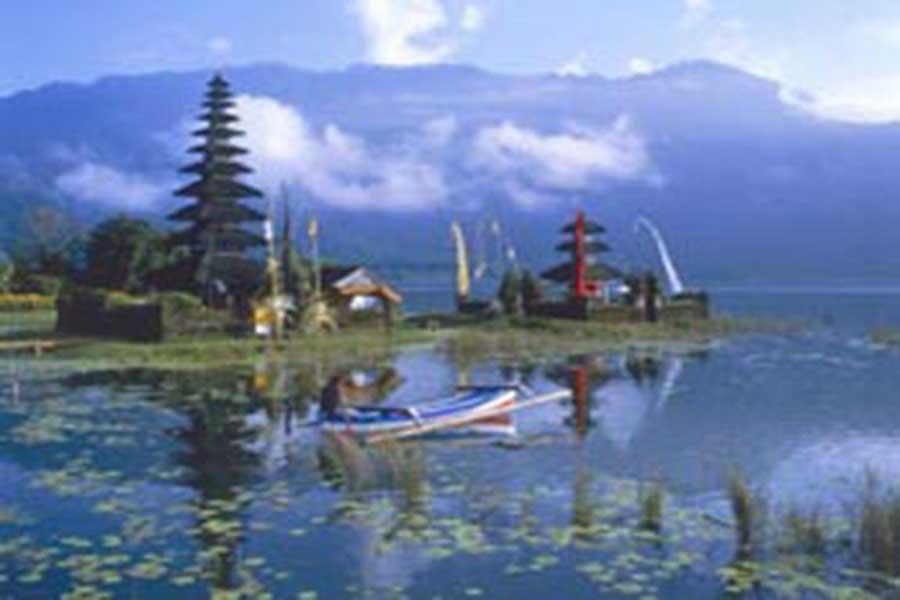 ulun danu temple, ulun danu bali, sightseeing bali, visiting bali