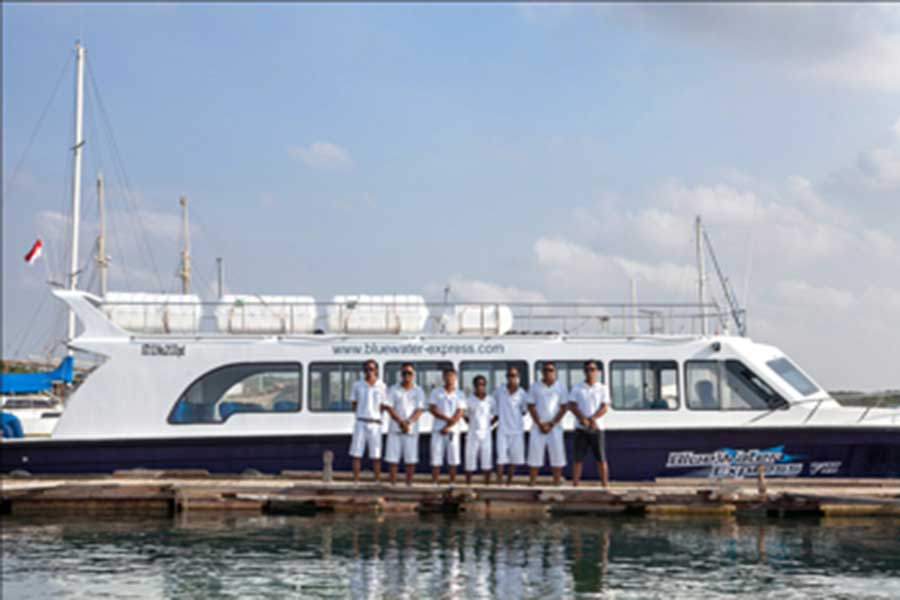 blue water express, boat crew