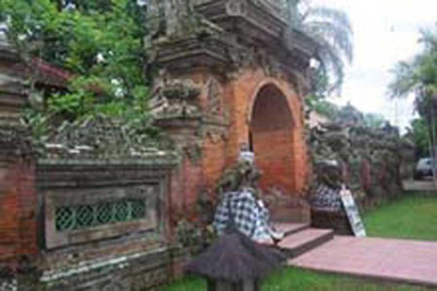 puri saren, ubud palace, sightseeing bali, visiting bali