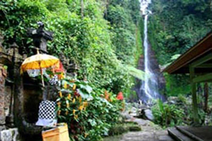 gitgit waterfall view, the waterfall, sightseeing bali, visiting bali