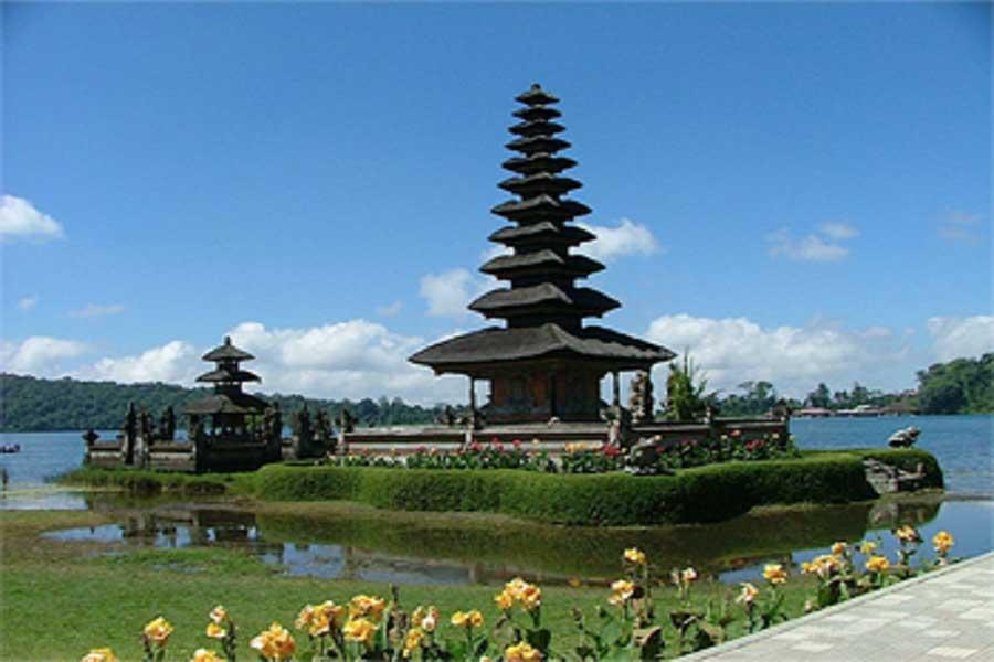 ulun danu beratan temple, full day bali tour