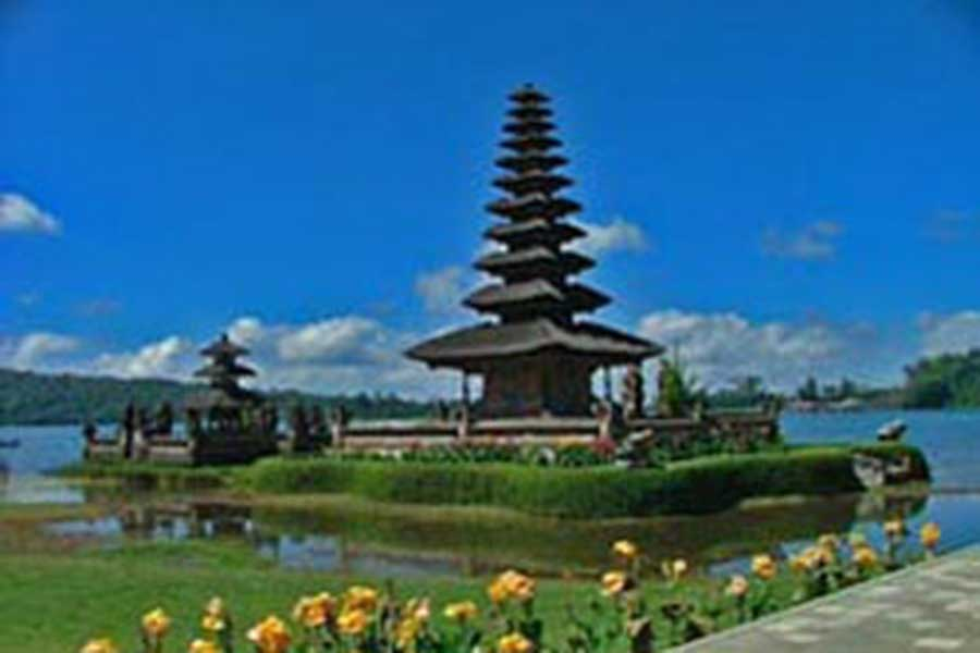 ulun danu temple, beratan lake, sightseeing bali, visiting bali