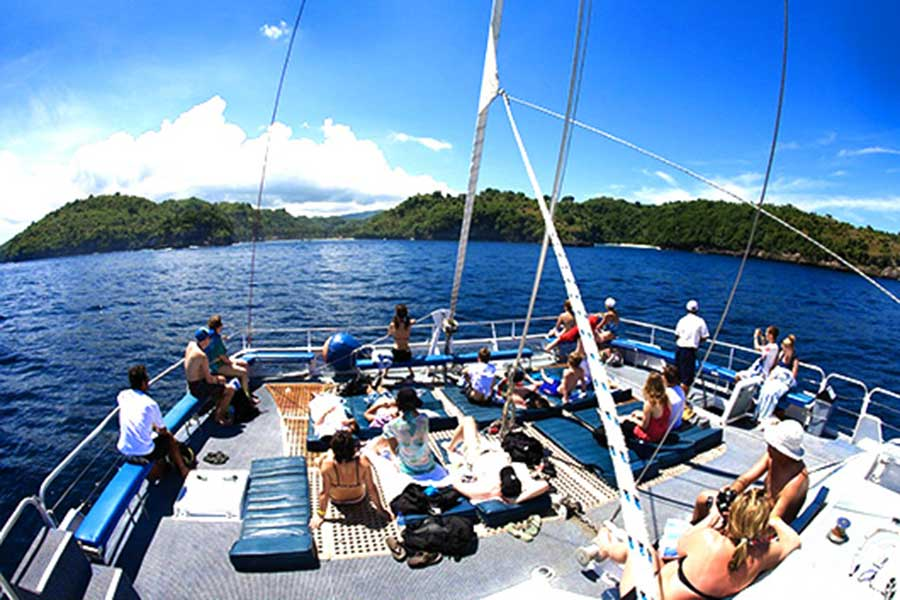 aristocat luxury sailing catamaran, bali hai cruise