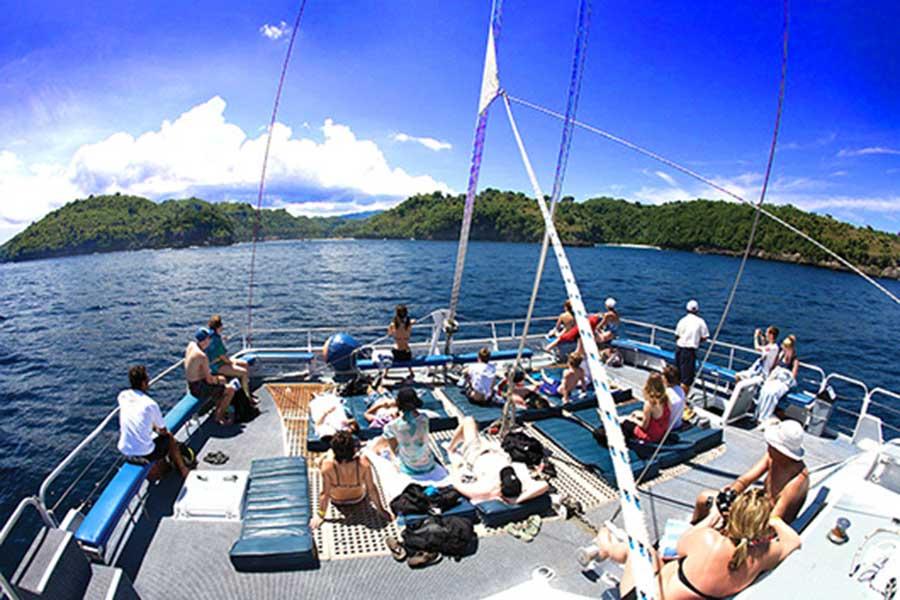 bali hai cruise, sailing to nusa penida, from lembongan cruise