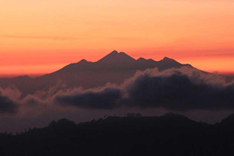 batur volcano, sunrise bike tour, bali moon