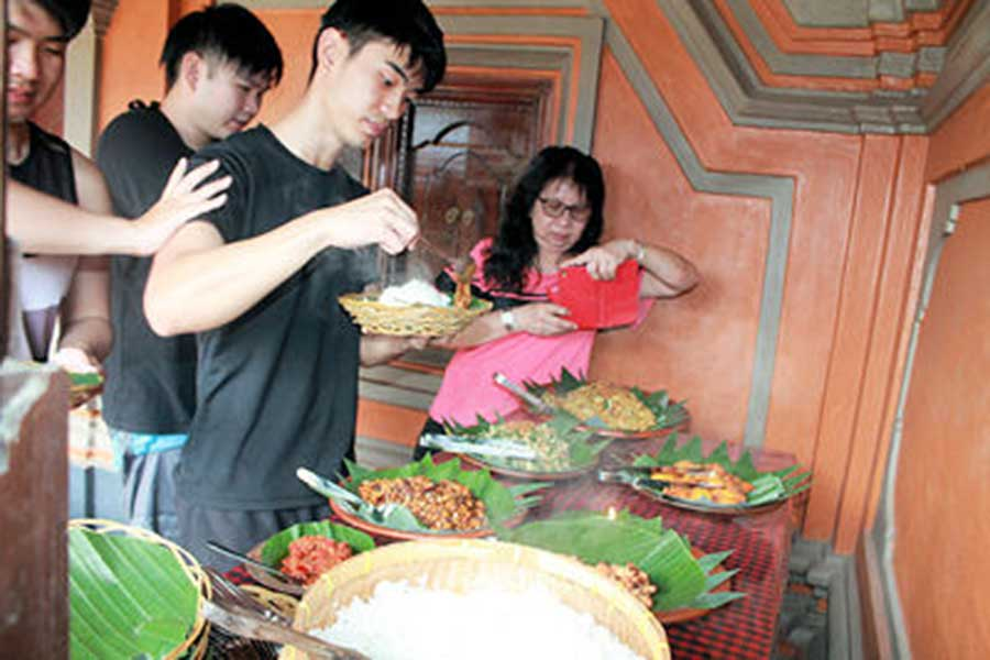 traditional house bali, bali moon bike, buffet lunch