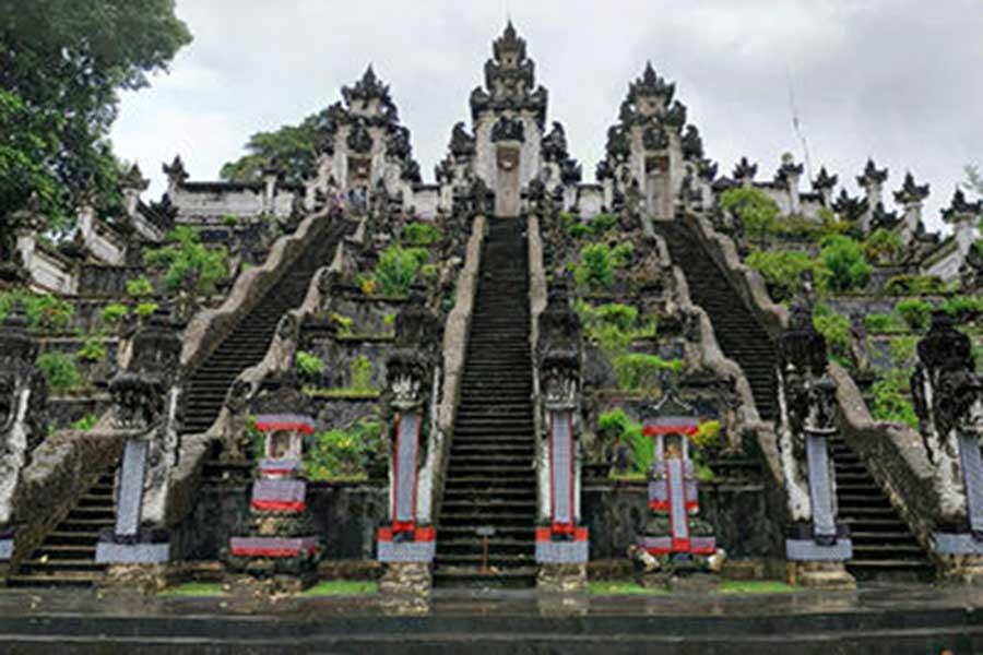 gapura candi bentar, penataran agung, lempuyang temple