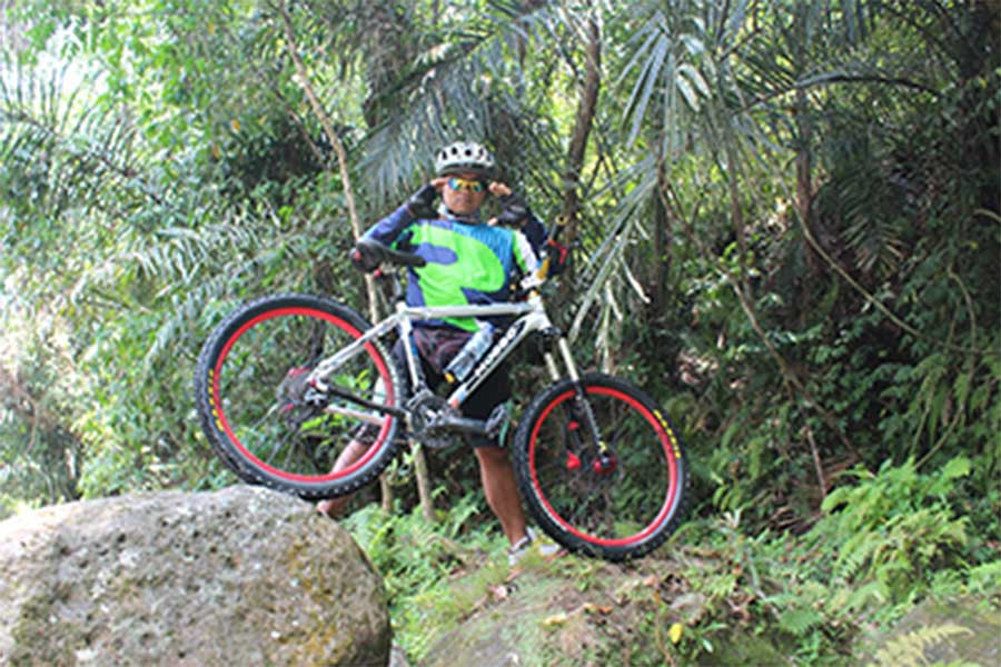 luwus jungle bike track, luwus village, bali moon bike