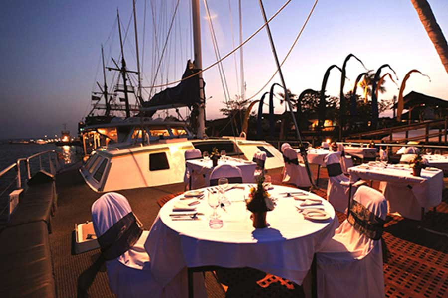 romantic dinner, aristocat evening cruise