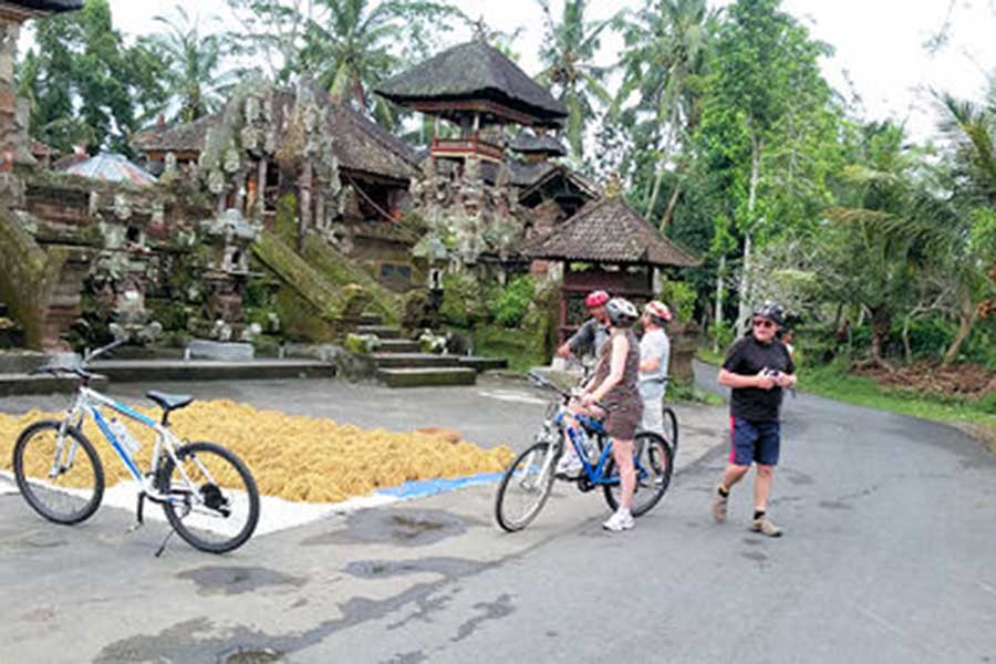 ubud village, local peoples, bali moon bike