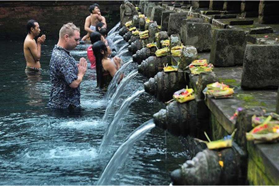 tirta empul, tampak siring tour, bali honeymoon package