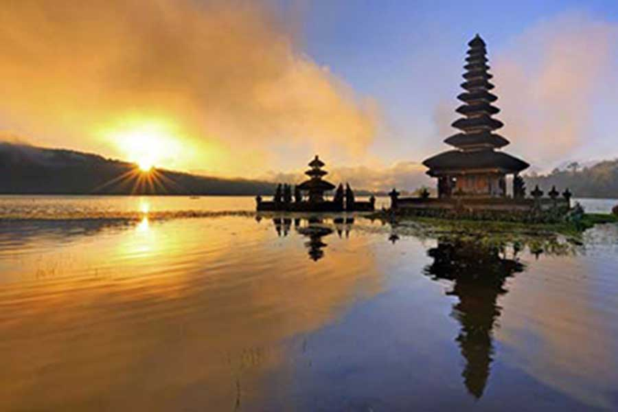 ulun danu temple, beratan lake, honeymoon package bali