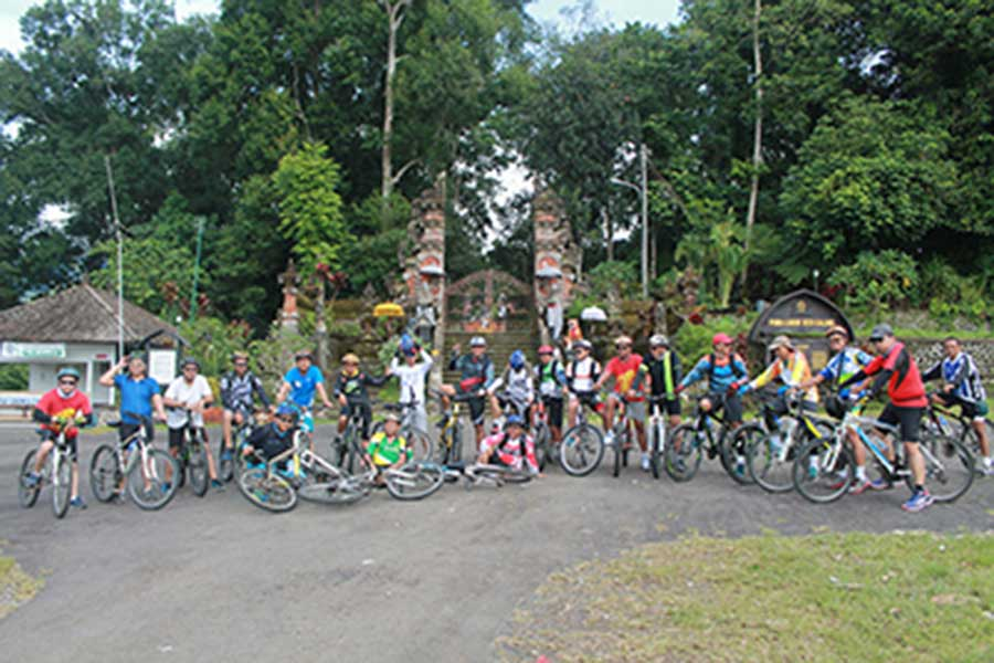 village temple, jatiluwih bike tour, bali moon bike