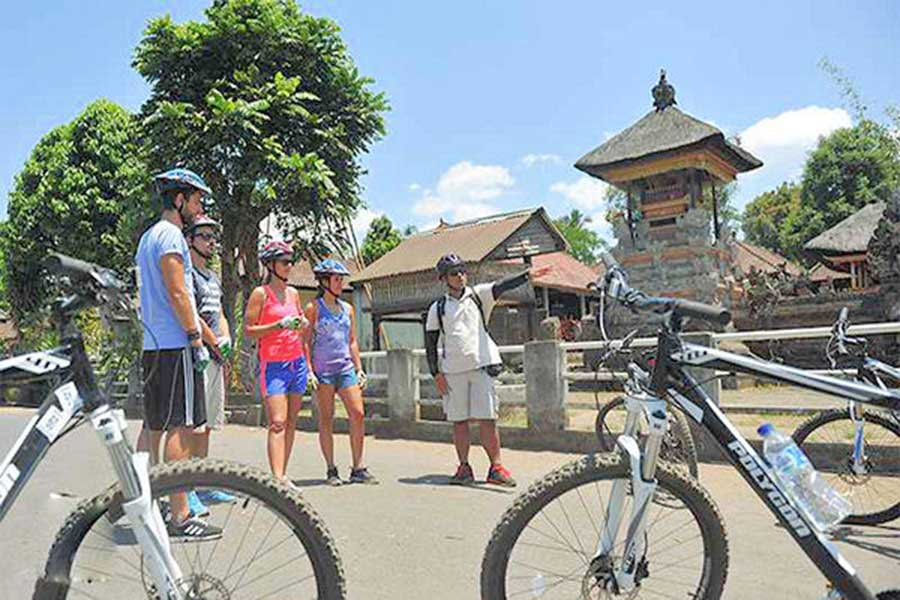 village visit, cycling tour